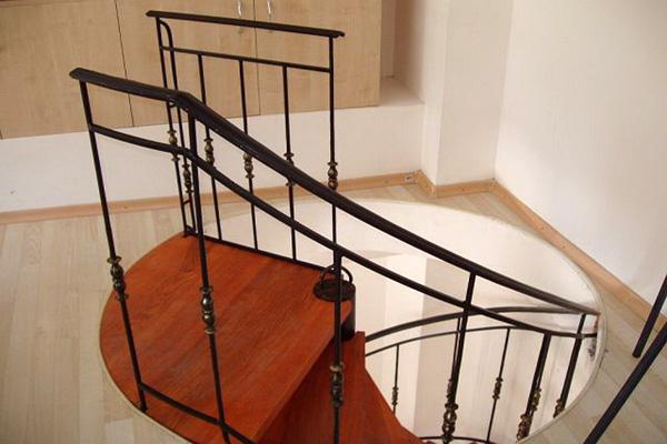 Scara cu balustrada model RDS